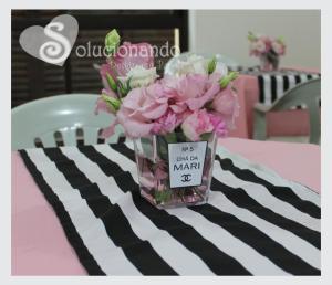 Vasinhos personalizados para o centro de mesa.